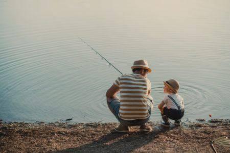 Pêche en famille aux toues cabanées du lac