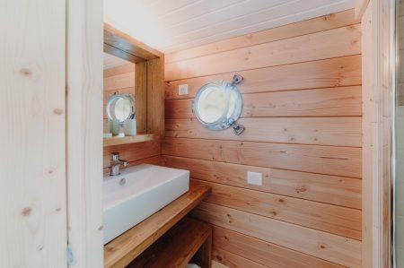 salle de bain toues cabanées du lac