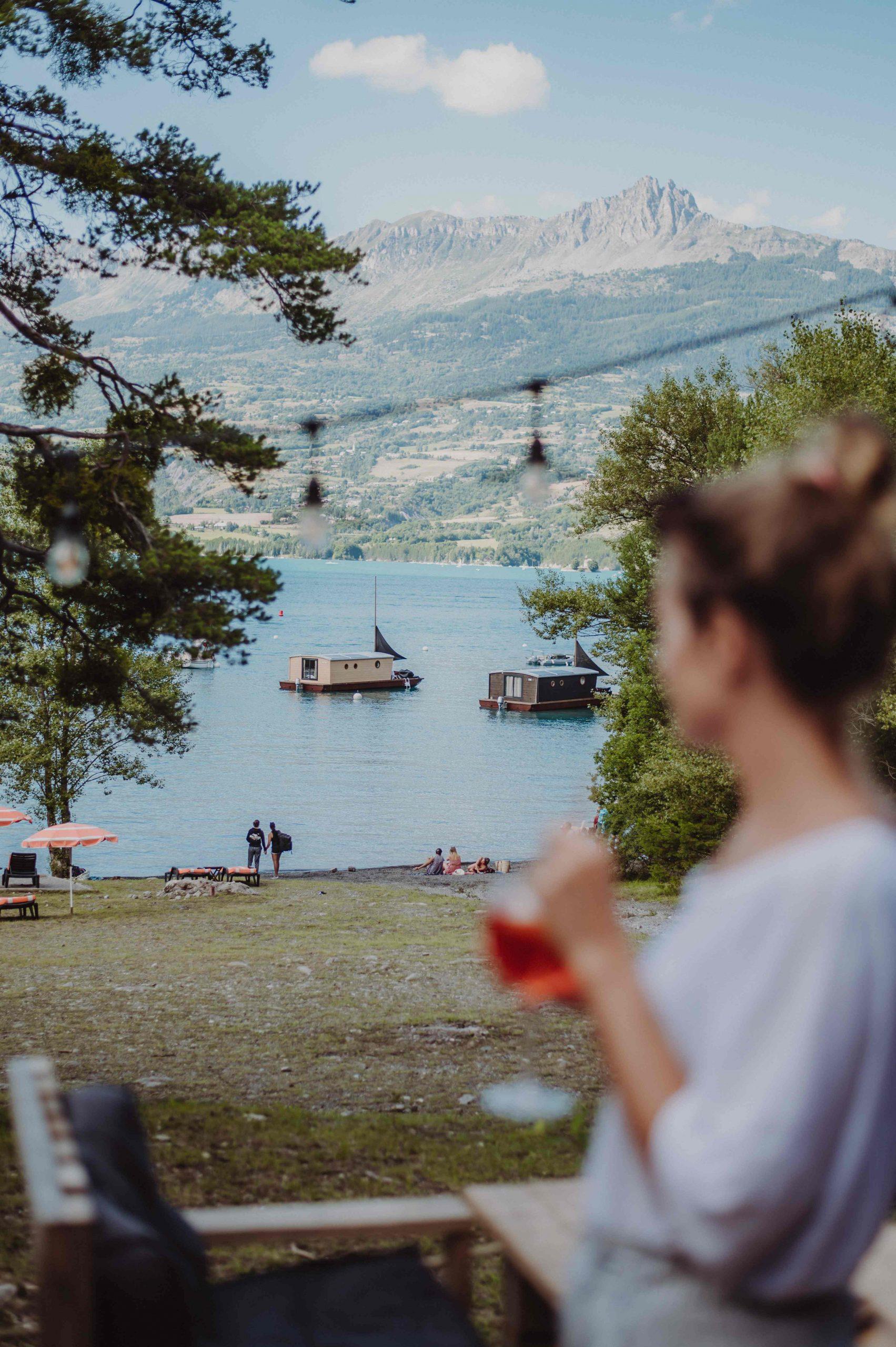 la paillote du lac et les toues cabanées